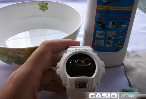 cach-ve-sinh-dong-ho-gshock-trang-2